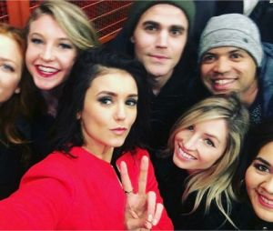 Nina Dobrev, Paul Wesley et leurs amis dont Brittany Snow à la soirée de fin de tournage de The Vampire Diaries le 4 février 2017