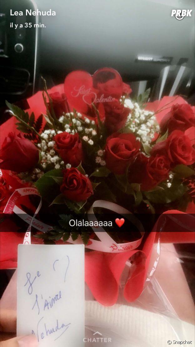 Ricardo Pinto a offert un magnifique bouquet de fleurs à Nehuda