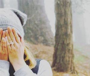 Emily VanCamp dévoile la bague de fiançailles de Josh Bowman