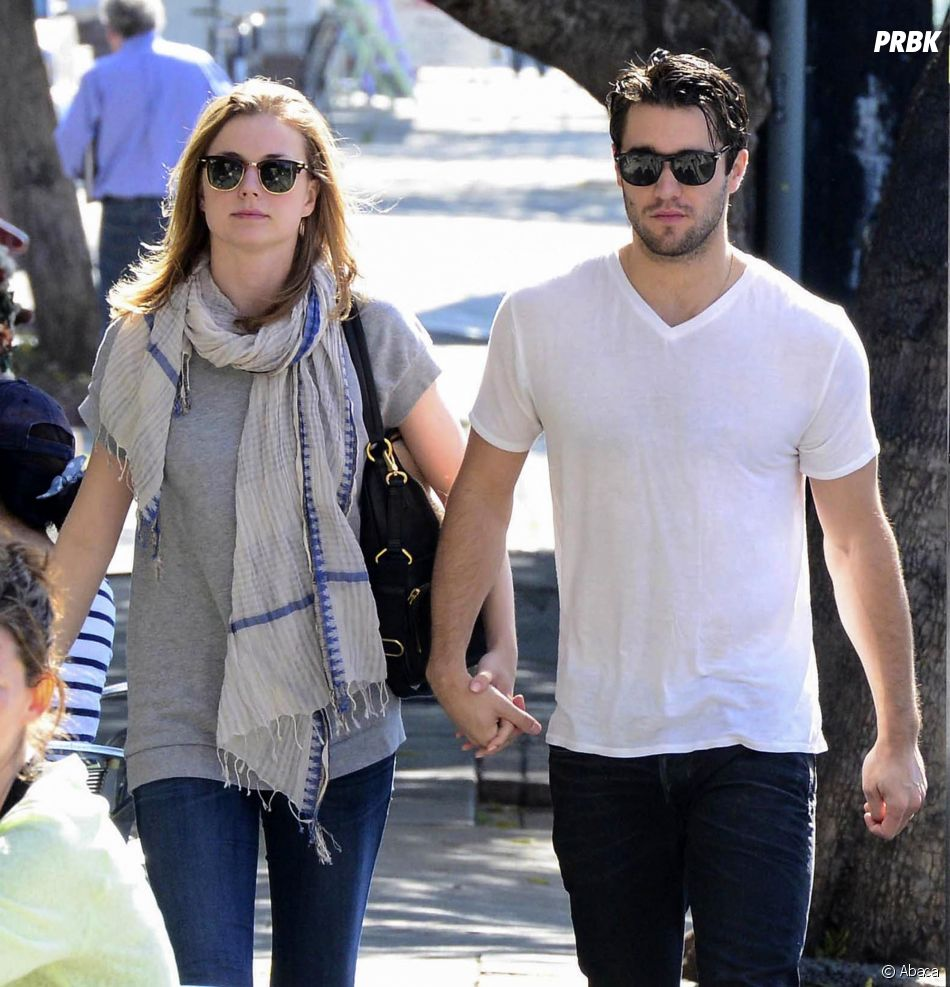 Emily VanCamp et Josh Bowman sont fiancés