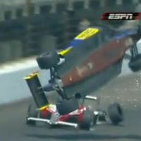 Regardez ce crash à 320 km/h sur le circuit d' Indianapolis de nascar