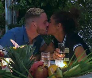Coralie Porrovecchio (Les Vacances des Anges 2) et Raphaël Pépin s'embrassent dans l'épisode 49
