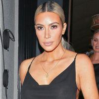 Kim Kardashian ultra sexy : sa robe montre tout à cause des flashs des photographes 🙈