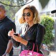 Khloe Kardashian dévoile son baby bump pour Noël !