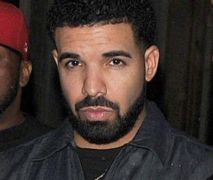Drake offre 50 000 dollars à une étudiante et paie les courses d'un supermarché