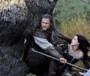 Kristen Stewart et Chris Hemsworth dans Blanche-Neige et le Chasseur