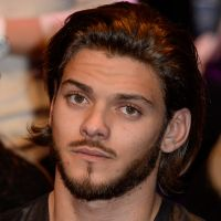 Rayane Bensetti en plein deuil de son père, il quitte la France pour souffler 🛩️