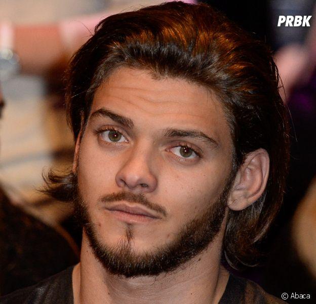 Rayane Bensetti dévasté par le deuil de son père : l'acteur quitte la France !