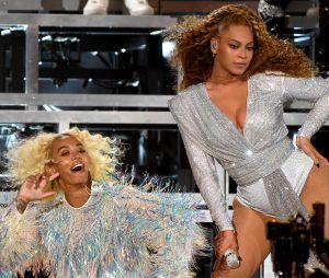 Beyoncé et Solange Knowles tombent ensemble sur la scène de Coachella.