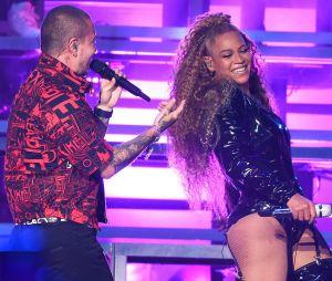 Beyoncé invite J Balvin sur la scène de Coachella.