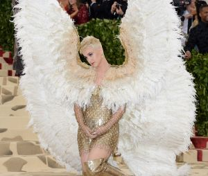 Katy Perry s'amuse au MET Gala 2018 le 7 mai à New York