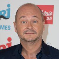 """Cauet de retour sur NRJ avec """"C'Cauet"""" : un """"nouveau départ"""" après un an de brouille"""