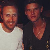 """David Guetta se confie avec émotion sur la mort d'Avicii : """"Ça nous a fait réfléchir sur notre vie"""""""