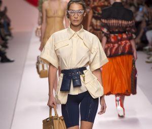 Le short cycliste porté par Bella Hadid au défilé de Fendi lors de la Milan Fashion Week.