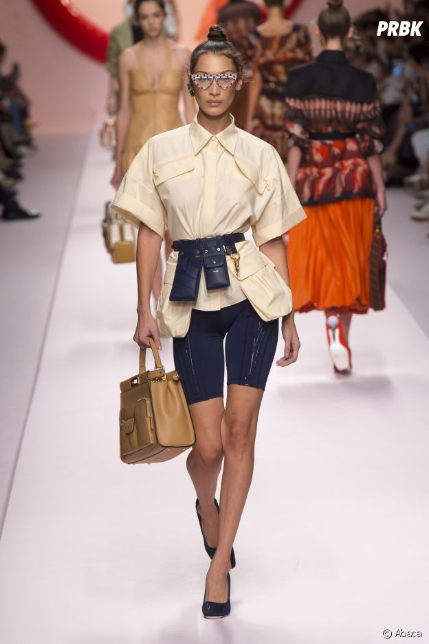 Le short cycliste porté par Bella Hadid au défilé de Fendi lors de la Milan  Fashion