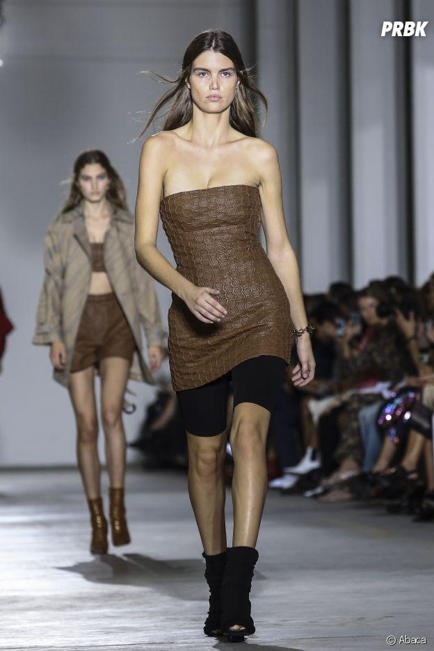 Le short cycliste vu sur le défilé de Roberto Cavalli lors de la Milan Fashion Week.