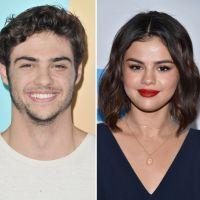 """Noah Centineo lance un appel à Selena Gomez : """"Je ne dirais pas non à un rendez-vous"""" 💐"""