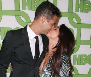 Sarah Hyland (Modern Family) : son fiancé Wells Adams réagit aux critiques sur leurs fiançailles.
