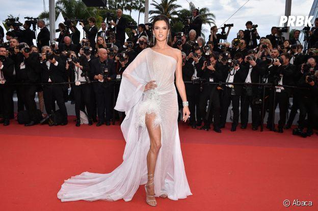 Alessandra Ambrosio sur le red carpet, à l'ouverture de la 72ème édition du festival de Cannes