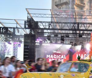 Magical Pride à Disneyland Paris : SindyKatz lors de la parade riche en couleurs