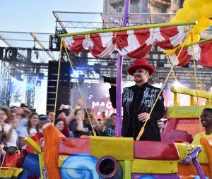 Magical Pride à Disneyland Paris : Boy George lors de la parade riche en couleurs