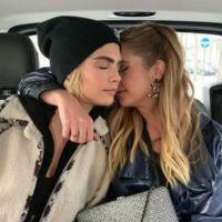 Ashley Benson et Cara Delevingne en couple : elles officialisent avec un langoureux baiser