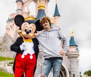 Mickey, nouveau coéquipier d'Antoine Griezmann à Disneyland Paris