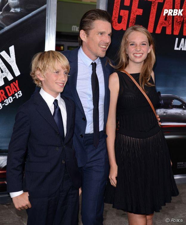 Maya Hawke (Stranger Things), son père Ethan Hawke et son petit frère Levon