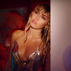 """Miley Cyrus seule pour parler de sa rupture dans le clip de """"Slide Away"""""""