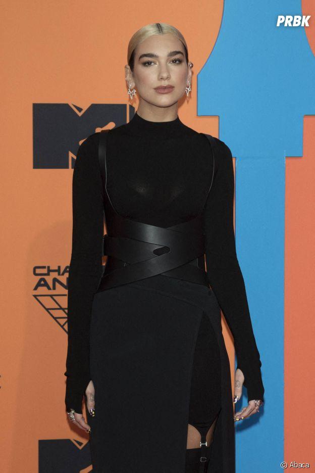 MTV EMA 2019 : Dua Lipa sur le red carpet