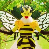 Mask Singer : quelle célébrité se cache derrière l'abeille ? Cauet pense le savoir
