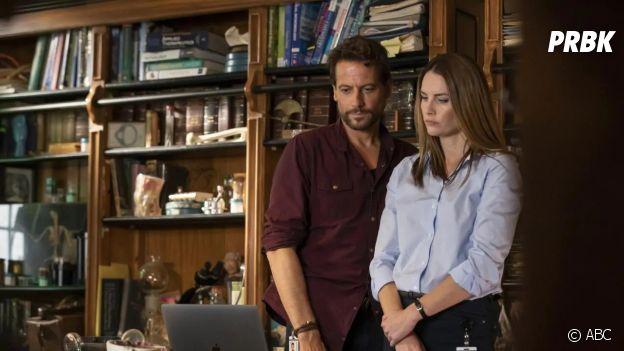 Dr Harrow saison 2 : Harrow et Grace Molyneux sur une photo