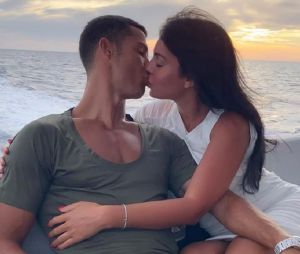 Cristiano Ronaldo et Georgina Rodriguez fiancés : les photos qui semblent confirmer que le footballeur aurait fait sa demande en mariage