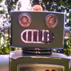 Mask Singer 2 : quelle célébrité est le robot ? Les indices sur son identité