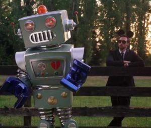 Mask Singer 2 : Quelle célébrité se cache sous le costume du Robot ? Voilà les nouveaux indices sur son identité
