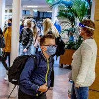 Les lycéens et collégiens incités à garder le masque à la maison