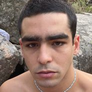Omar Ayuso (Elite) entièrement nu sur une moto : son shooting photo très suggestif