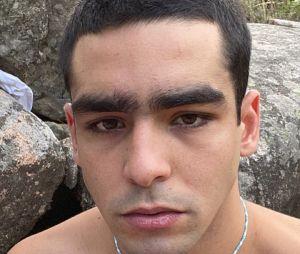 Omar Ayuso (Elite) entièrement nu pour un shooting photo très suggestif