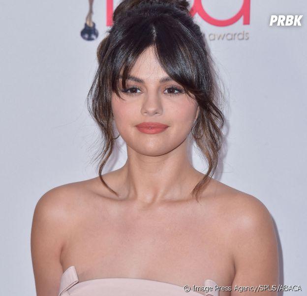 Selena Gomez : le reboot de Sauvés par le gong se moque de sa greffe puis s'excuse