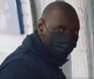 Omar Sy dévoile une vidéo promo géniale pour Lupin : il a posé lui-même une affiche de la série Netflix dans le métro à Paris... et personne ne l'a reconnu