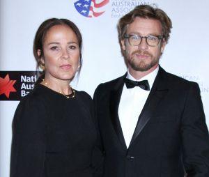 Simon Baker (Mentalist) annonce son divorce avec sa femme Rebecca Rigg !