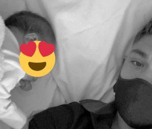 Archie Renaux lors de l'annonce de la naissance de sa fille en octobre 2020