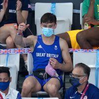 Tom Daley : le champion olympique tricote en pleine compétition... pour la bonne cause !