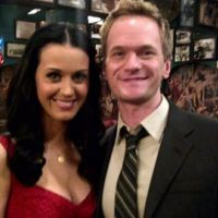 Katy Perry en guest dans une série ... How I Met Your Mother ... la photo sur le tournage
