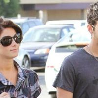 Joe Jonas ... Il sort quand sa fiancée Ashley Greene est occupée