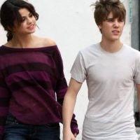 Justin Bieber et Selena Gomez ... Ils portent le même collier (photo)