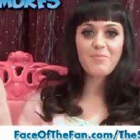 Katy Perry ... Elle invite ses fans à l'avant première des Schtroumpfs (vidéo)