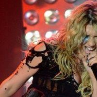 Kesha ... Un duo énorme avec B.o.B sur le remix de Blow (AUDIO)