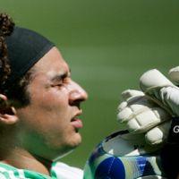 Guillermo Ochoa au PSG ... la rumeur Twitter de son transfert à l'été 2011