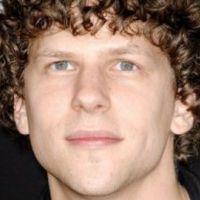 Jesse Eisenberg : la star de The Social Network revient sur son accident de vélo